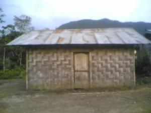 RUMAH WARGA MISKIN SALAK. Inilah salah satu rumah warga miskin Kecamatan Salak di Desa Kuta Tinggi yang sangat membutuhkan perubahan dan pertumbuhan pembangunan Pakpak Bharat dengan adil, merata serta tepat sasaran.