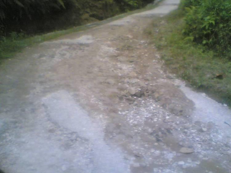 Beginilah kondisi terakhir jalan Bungus Kecamatan STTU JEHE Kabupaten Pakpak Bharat yang sudah mengalami kerusakan cukup berat. Diharapkan kepada pihak Pemerintah Kabupaten Pakpak Bharat untuk segera merealisasikan pembangunan kembali jalan tersebut. @