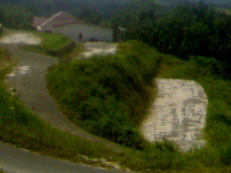 Jalan Baru namun tidak memiliki tujuan yang jelas. Hingga saat ini  jalan mentok tersebut belum pernah dilintasi kendaraan. @