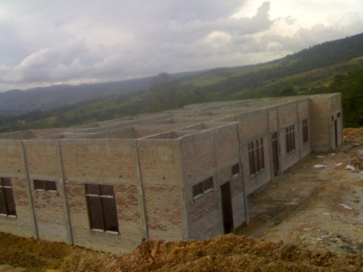 Beginilah kondisi pembangunan  Gedung Samsat Kabupaten Pakpak Bharat yangs ejak dua bulan yang lalu sudah tidak terlihat aktivitas lanjutan. Tanpa atap dan tanpa lantai serta lingkungan yang  masih dikelilingi semak belukar. @