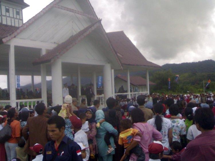Suasana kemeriahan perayaan HUT RI Ke 65 di Kabupaten Pakpak Bharat yang dipusatkan di Lapangan Napasengkut Salak. @