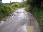 Jalan menuju Lae Langge Namuseng sekaligus menjadi lintas menuju Kantor Camat dan SMAN Sigala-gala STTU JULU Pakpak Bharat yang mengalami kerusakan karena genangan air serta kepadatan lintasan yang terus meningkat di kawasan tersebut. @