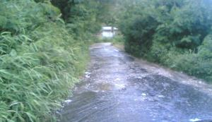 Beginilah kondisi jalan hotmix Persabahen Desa Salak I (Satu) Kecamatan Salak Pakpak Bharat yang berubah fungsi menjadi saluran air. @