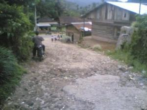 Beginilah kondisi kerusakan jalan yang sudah hancur total pada jalan Pekan Sibande STTU JEHE Kabupaten Pakpak Bharat. @