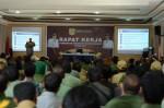 Terlihat Bupati Pakpak Bharat, Remigo Yolando Berutu,MBA (RYB) saat menyampaikan arahannya pada Rapat Kerja Daerah (Rakerda) Tahun 2015 di Aula Pemkab Pakpak Bharat, Senin (23/2).